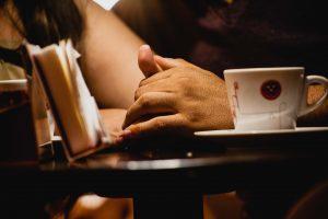 Como falar sobre administração financeira com seu companheiro ou companheira?
